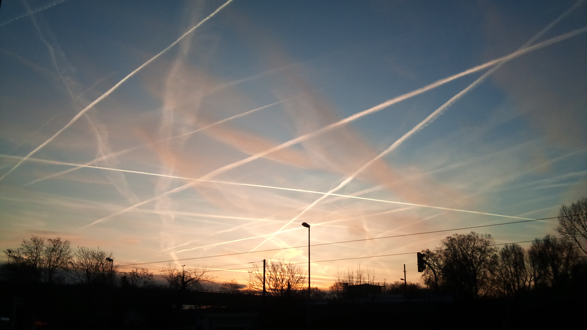 Image: NASA Admits to Spraying Americans with Poisonous Chemtrails (Video)
